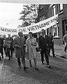 Demonstranten op weg naar het Amerikaans consulaat aan het Museumplein, Bestanddeelnr 919-6890.jpg