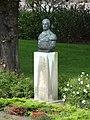 Den Helder - Borstbeeld van Karel Doorman gemaakt door Dirk Bus in de tuin van het Koninklijk Instituut voor de Marine.jpg