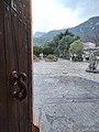 Desde una puerta de entrada al monasterio de Lluc.jpg