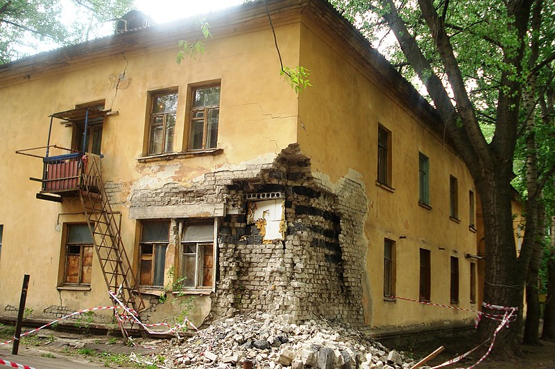 File:Destroyed building VRN.JPG