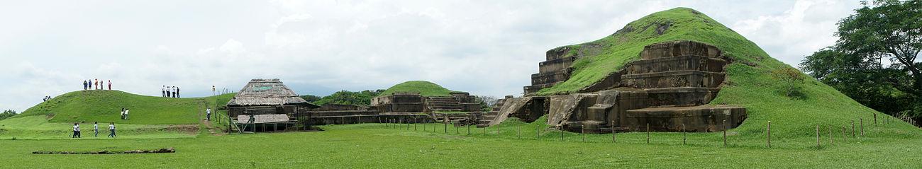 Vista panorámica de la Acrópolis en el sitio arqueológico de San Andrés