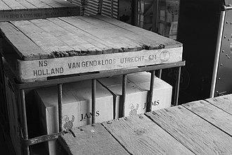 Van Gend & Loos - Image: Early 20th century Van Gend & Loos crates for rail transport, Arnhem Open Air Museum