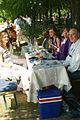 Einer der Dekorations- und Tischgemeinschaften der Pfingsttafel Hannover 2012.jpg