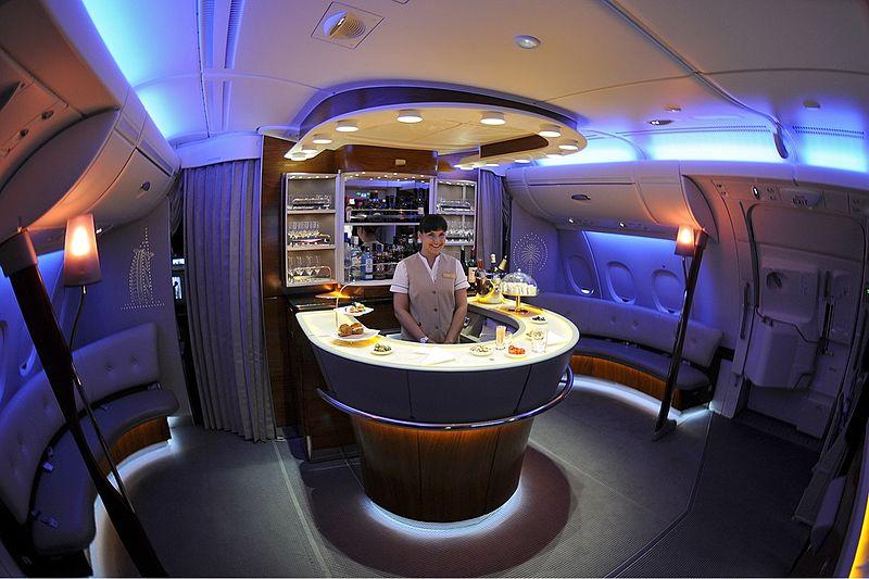 File:Emirates Airbus A380-861 onboard bar Iwelumo.jpg ...