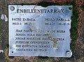 Enbillenetarren omenezko plaka Andatzan (xehetasuna).jpg