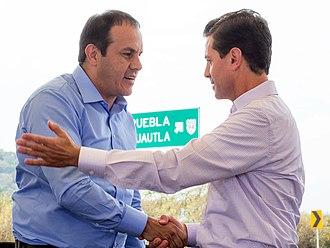 Cuauhtémoc Blanco - Blanco shaking hands with Enrique Peña Nieto, December 2018