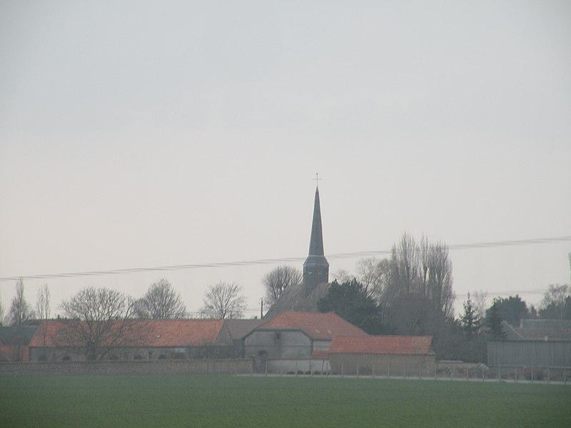 Ermenonville-la-Grande vue depuis l'autoroute A11.