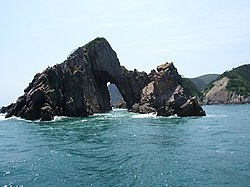 Fantastic Rocks near Hong-do Island - panoramio - Cho's (1).jpg