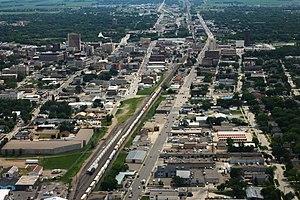 La ligne d'horizon du centre-ville de Fargo vu de l'avenue principale, face à l'est