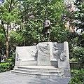 Farragut monument sunny jeh.jpg
