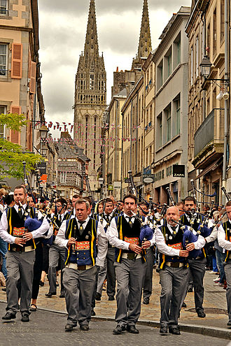 Festival de Cornouaille - Bagad Kemper paraded before Quimper Cathedral in 2015.