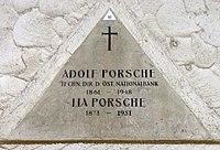 Feuerhalle Simmering - Arkadenhof (Abteilung ARI) - Adolf Porsche 02.jpg