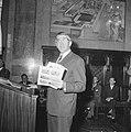 Feyenoordspelers op stadhuis ontvangen, burgemeester Thomassen, Bestanddeelnr 917-7067.jpg
