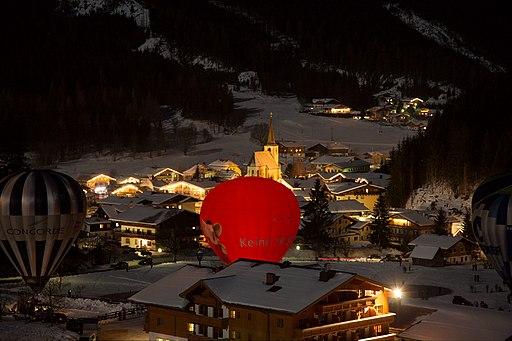 Nacht der Ballone in Filzmoos (Salzburger Land). Filzmoos night view with balloons 01