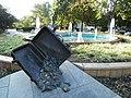 Fontana u parku pored žel. stanice - panoramio.jpg