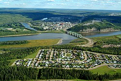 Aerial view o Fort McMurray wi Athabasca River