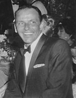 Black an white photo o Frank Sinatra at Girl's Town Ball in Florida (1960).