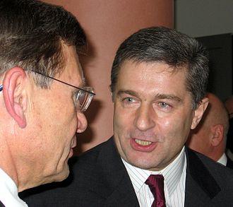 Władysław Frasyniuk - Frasyniuk talking to Leszek Balcerowicz (left)