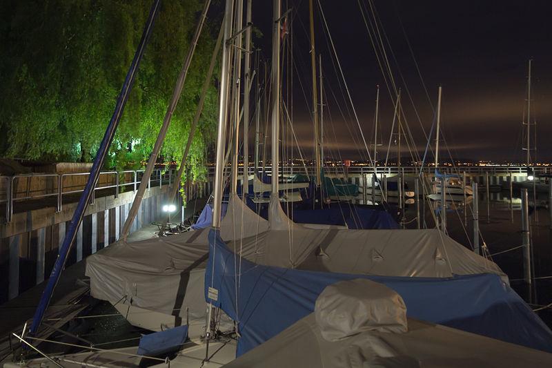 File:Friedrichshafen bei Nacht - Hafen 1 005.jpg
