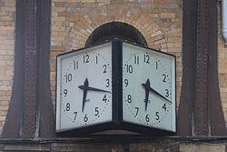 Gent clock at York railway station.jpg