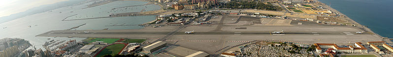 चित्र:Gibraltar Airport panorama.jpg
