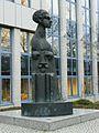 Goertz Skulptur 1995 Finanzamt.JPG