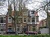 foto van Blokje van twee woonhuizen in overgangsarchitectuur