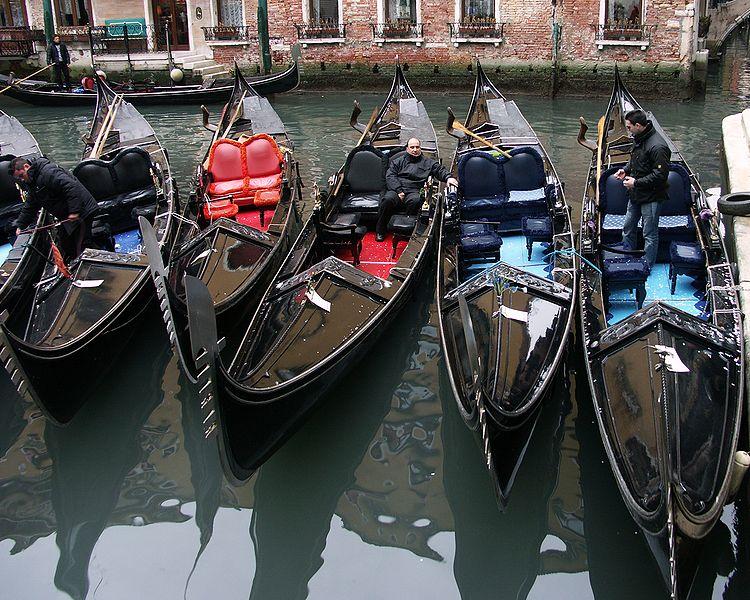 File:Gondole Venezia.JPG