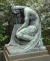 Grabstätte Redemann, Skulptur Trauernde.jpg