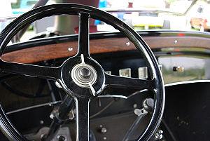 Steering wheel of a Graham-Paige Model 613.