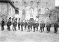 Gruppe von Infanteristen beim Bajonettfechten - CH-BAR - 3238135.tif
