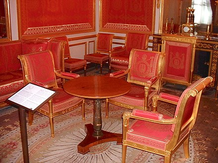 Room at the Fontainebleau where the Treaty was signed Gueridon fontainebleau.JPG