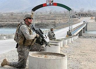 Marawara - U.S. soldiers providing security next to the Marawara Bridge (January 2010)