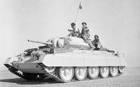 IWM-E-17616-Crusader-19421002 cropped