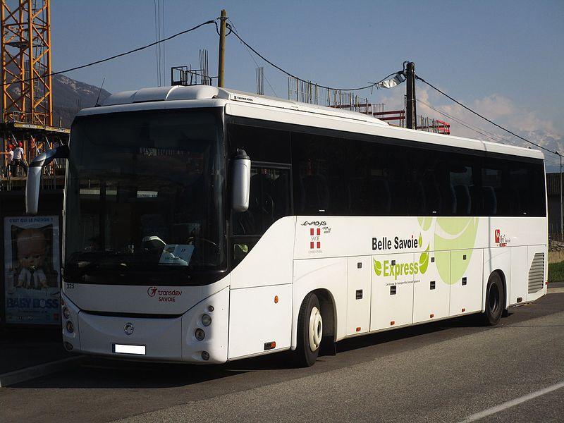 The bus Renault Iliade n°325 of Transdev Savoie, on the line 12 of the Stac (Parc relais La Trousse, La Ravoire↔Les Déserts Chef-Lieu, Les Déserts), at the call Parc relais La Trousse in La Ravoire on March 27, 2017.