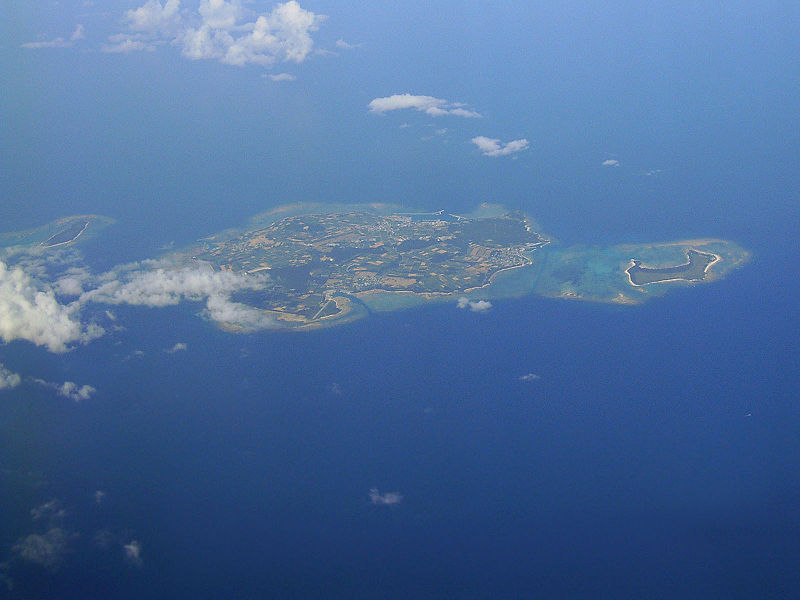 https://upload.wikimedia.org/wikipedia/commons/thumb/2/20/Izena_island.jpg/800px-Izena_island.jpg