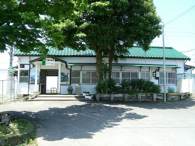 File:JREast-Shimousa-manzaki-station-building.jpg