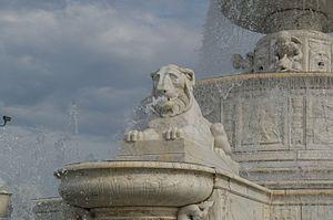 James Scott Memorial Fountain - Image: JSMFLIONDETAIL