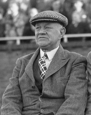 Jack Reynolds (footballer, born 1881) - Image: Jack Reynolds (18 10 1947)