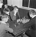 Jongens aan het schaken, Bestanddeelnr 900-9428.jpg