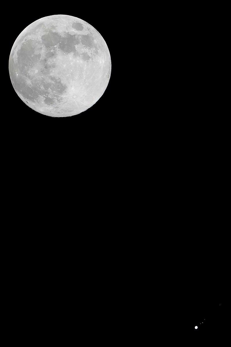 Jupiter.mit.Io.Ganymed.Europa.Calisto.Vollmond.10.4.2017.jpg