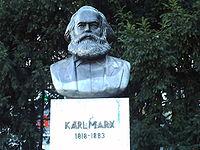 Estatua de Karl Marx en la Karl-Marx-Allee, Berlín