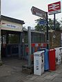 Kew Bridge stn entrance.JPG
