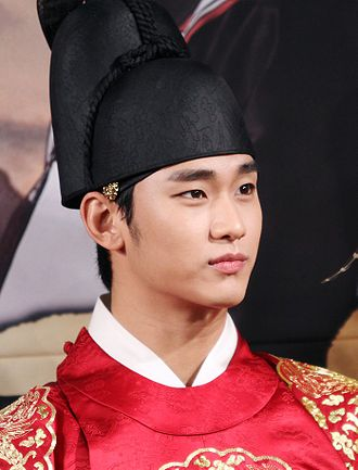 Korean drama - Kim Soo-hyun in costume for the sageuk Moon Embracing the Sun, Soo-hyun is one of the most popular Korean actors.