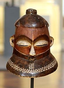 Kipoko mask - Royal Palace, Brussels.JPG