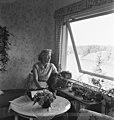 Kirjailija Rita von Willebrand huvilallaan (musketti.M012-KK5596-3.HK.192).jpg
