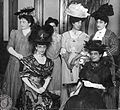 Ladies with Lola mora 1907.jpg