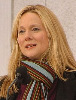 Laura Linney at the Lincoln Memorial, January 2009.jpg