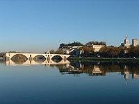 Le pont d'Avignon depuis l'île de la Barthelasse.jpg