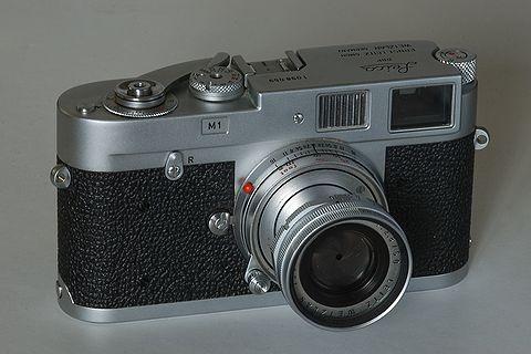 http://upload.wikimedia.org/wikipedia/commons/thumb/2/20/Leica_M1.jpg/480px-Leica_M1.jpg